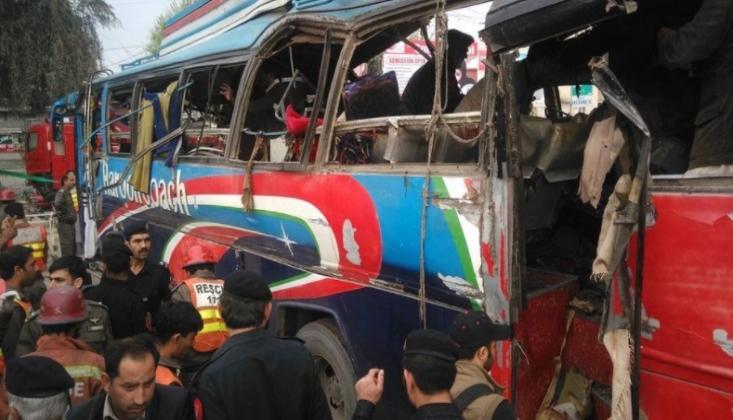 Pakistan'da İşçileri Taşıyan Otobüse Bombalı Saldırı